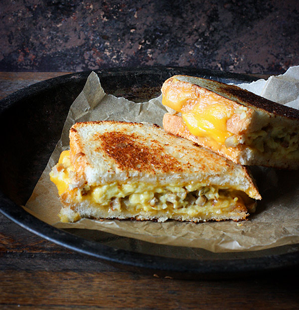 Breakfast Grilled Cheese Sandwiches - SoupAddict.com