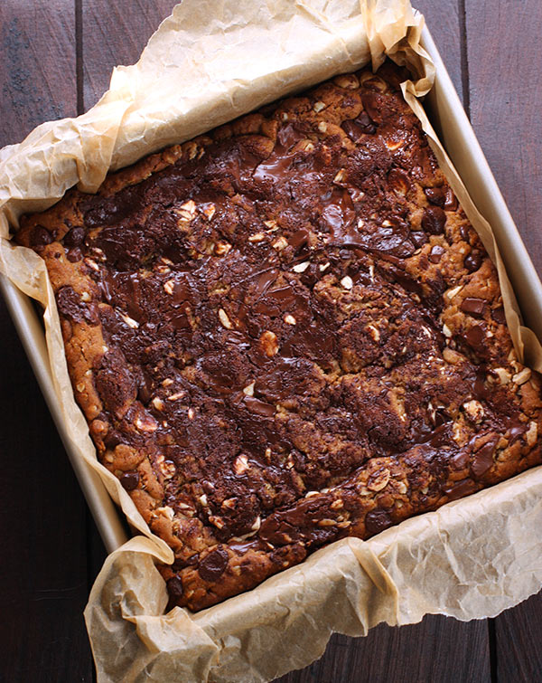 Honey Roasted Peanut Butter Chocolate Oat Bars from SoupAddict.com